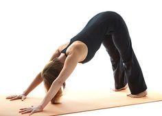 Las posturas de yoga para la espalda son una buena forma de fortalecer los músculos y dar a la columna vertebral un apoyo adicional en su estado debilitado.