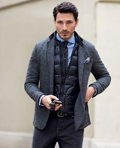 Usar un abrigo de plumas debajo de la americana te ayudará a no tener frío y seguir elegante. Este es de Mango. #mod a#hombre #plumas #abrigo #chaleco