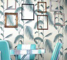 Palm compte parmi les dessins cultes de Cole & Son, il est décliné en deux coloris qui complète la gamme Palm Leaves. Son grand motif de feuilles de palme donne un air tropical et une ambiance vintage. Rouleau de 53cm par 10m.
