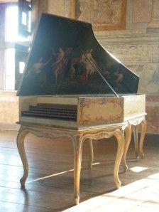 Clavecin Henri Hemsch , Paris, 1751 . Un des cin q instruments connus d'un des plus grands facteurs de clavecins du 18e siècle, magnifiquem ent restauré par Anthony Sidey. Deux cla viers de 60 notes, 2 x 8', 1x4'. La3 : 403 Hz. Classé MH. Henri Hemsch...
