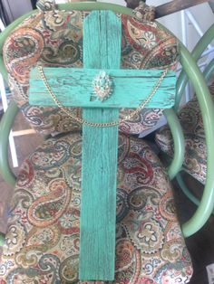 Large bling picket old rugged cross. By cat Hisam