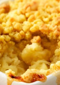Crumble de mel com maçã e mirtilos