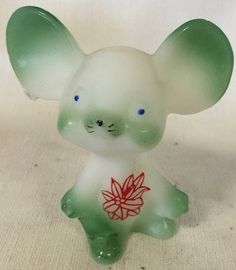 Fenton Art Glass Christmas Mouse Airbrushed Green & Sand Carved Poinsettias *American Made* Rosso Glass http://www.amazon.com/dp/B013J3FQ62/ref=cm_sw_r_pi_dp_rguywb0VQBATA
