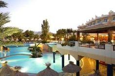 L'Hotel Atrium Palace è un lussuoso complesso caratterizzato da un'architettura innovativa che armonizza lo stile classico greco con particolari lussuosi.  Visita il sito http://www.vacanze.clubviaggi.it/italian/vacanze-dettaglio.php?sEBView=struttura=6025=true