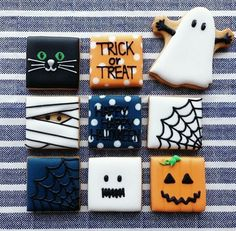 Halloween designs on square cookies. Halloween designs on square cookies. Halloween Desserts, Postres Halloween, Halloween Cookies Decorated, Soirée Halloween, Halloween Sugar Cookies, Halloween Goodies, Halloween Cupcakes, Halloween Designs, Decorated Cookies
