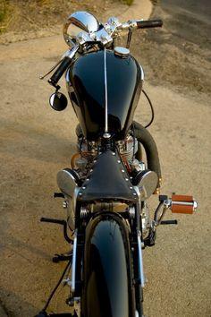 Triumph-bobber-01.jpg