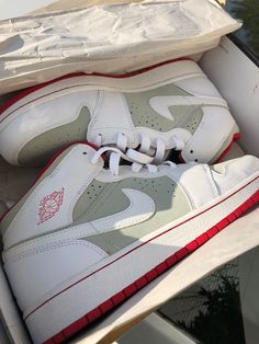 newest 4e6f9 a3f1d Air Jordan 1 GS  Hare Jordan  Size 7Y Light Silver   White True Red