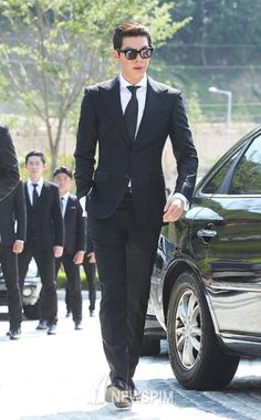 Kim Woo-bin looking classy with a suit on:)