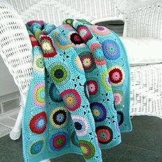 Uyku tutmazsa bende fotoğraf koyarım #goodnight #crocheting #craft #crochet #pattern #knit #knitting #handmade #elişi #blanket #battaniye #örgü #tığişi #tığbattaniye #colors #granny #grannysquarestitch #grannysquare #yarn #koltukşalı #afghan