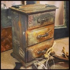 Фотография Painted Furniture, Diy Furniture, Jewelry Box Makeover, Scrap, Shabby, Vintage Wood, Diy Painting, Wooden Boxes, Stencils