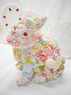 ウサギの可愛らしい雰囲気とお菓子がマッチして、とってもメルヘンな作品です。
