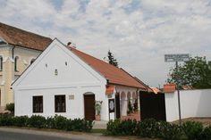 A Kisalföld népi építészete-Hegykő-csipkeház