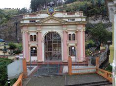Antigua casa de la aduana ecuatoriana Ecuador, Four Square, Mansions, House Styles, Home, Bridges, Antigua, Places, Houses