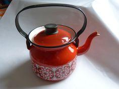 Finel kettle designed by Kaj Frank