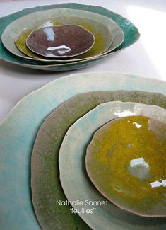 Soft coloured ceramic plates - Galerie Iroha click now for info. Ceramic Tableware, Ceramic Clay, Ceramic Bowls, Ceramic Pottery, Pottery Art, Sculptures Céramiques, Pottery Classes, Ceramic Design, Plates And Bowls