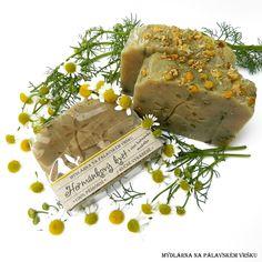 ❀ Cena: 79 CZK + 63 CZK doprava ❀ Heřmánkový květ vás svojí jemnou vůní vrátí do dob, kdy se tato úžasně léčivá bylina hojně vyskytovala na polích a loukách. Složení: olivový olej, kokosový olej, palmový olej, extra panenský olivový olej, voda, extrakt z grepového jádra, sušené květy heřmánku, éterický olej heřmánek modrý a grapefruit. Více.. | vavavu