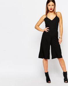 Immagine 4 di Boohoo Petite - Tuta lunga stile gonna pantalone con spalline sul retro