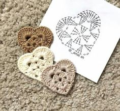 For this years Valentine Heart I wanted to make a flatter, more solid and multi-purpose Granny Heart coaster that could Little crochet hearts The pattern 🙆🏼💕✨ . Knitting Patterns Tutorial Those who love hearts (crochet motifs). This Pin wa Crochet Diagram, Crochet Chart, Crochet Motif, Crochet Doilies, Crochet Granny, Crochet Flower Patterns, Crochet Flowers, Crochet Gifts, Diy Crochet