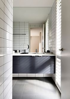 Modern bathroom design Park Orchards House by InForm - Design Milk Tiny House Bathroom, Small Bathroom, Bathroom Ideas, Bathrooms, Modern Bathroom Design, Bathroom Interior Design, Indian Bathroom, Modern Pools, Orchards