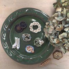 お洒落アクセント!2人の女性アーティストが作る【陶器ブローチ】♡ | ギャザリー(2ページ目)
