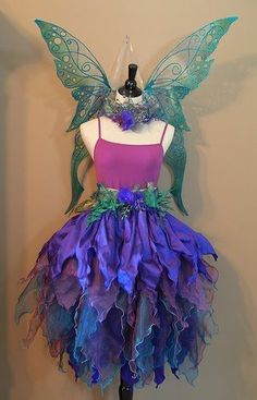 57 Last Minute Ideas to Make a Fairy Princess Halloween Costume For Your Kids - Future Life Costume Halloween, Faerie Costume, Costume Carnaval, Diy Costumes, Costume Ideas, Fairy Costumes For Kids, Blue Fairy Costume, Costume Wings, Pretty Costume
