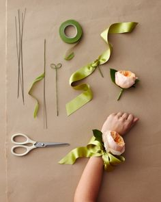 mother of the bride and mother of the groom corsage - simple and cheap (would make mog very happy)