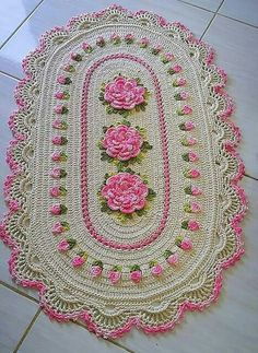 Tapete lindo , diga o que vcs acharam ? Crochet Doily Rug, Thread Crochet, Love Crochet, Crochet Flowers, Knit Crochet, Crochet Home Decor, Crochet Crafts, Yarn Crafts, Crochet Projects