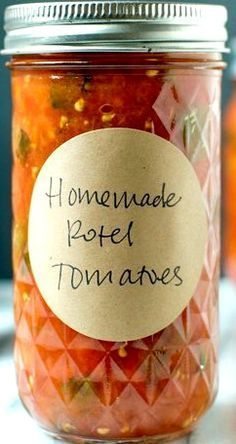 Rotel-Style Tomatoes: 2 poblano peppers 5 pounds Roma or paste tomatoes 8 tablespoons bottled lemon juice Home Canning Recipes, Canning Tips, Cooking Recipes, Canning Soup, Pressure Canning Recipes, Canning Pears, Cooking Food, Food Food, Canning Vegetables