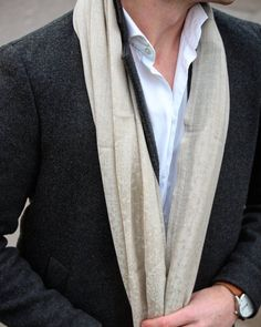 A Nisantari scarf rounds off every outfit to perfection. How about this one: Edelman is our bestseller fitting well especially dark suits and coats. Designed to the smallest detail, especially manufactured for YOU!   Get one now and join our gentleman community on www.nisantari.com. #Wiesbaden #germany #rocks #fashionable #nisantari #scarf #style #fashion #menswear #menwithclass #gq #men #luxury #mensfashion #accessories #dapper #suit #cashmere #quality #instafashion #new #beige