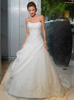 Sleeveless wedding dress with soft lace - My wedding ideas