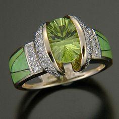 Peridot and Diamond Ring. / my birthstone. I Love Jewelry, Jewelry Rings, Jewelry Accessories, Fine Jewelry, Jewelry Design, Unique Jewelry, Women's Rings, Pandora Jewelry, Luxury Jewelry