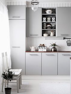Rustic antiques dress infuse this Nordic style kitchen with personality while the simple cabinets keep it modern. The house is located in Nokia, Finland. Kitchen Dining, Kitchen Cabinets, Cuisines Design, Nordic Style, Coups, Kitchen Styling, Interior Design Inspiration, My Dream Home, Home Kitchens