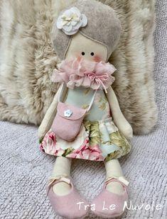 Un preferito personale dal mio negozio Etsy https://www.etsy.com/it/listing/531584245/bambola-di-stoffa-con-vestito-a-fiori