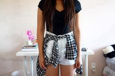 I hate high waisted shorts, but with low rise ones this outfit would be perf.