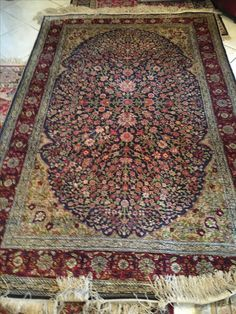 Early '900, Turkish originally signed Hereke 100% silk carpet. Perfect condition's exemplary. Size: about 135x200. Price: €. 24.000,00