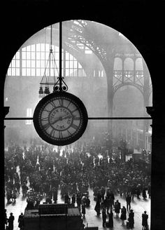 A farewell to the servicemen at Penn Station, New York, 1944 • Alfred Eisenstaedt