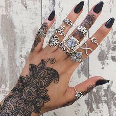Unhas, tatto, anéis