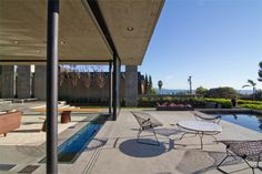 """Concrete and Glass Home """"Floats"""" on Serene Reflection Pool"""