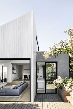Armadale House By Tom Robertson Architects The Beautifully - Referencing Its Neighbouring Adjacencies Armadale House Epitomises The Beautifully Simple Tom Robertson Founding Director Of Tom Robertson Architects Speaks To Their Process Of Conjuring This Ca Facade Design, Exterior Design, Door Design, Fence Design, Modern Exterior, Facade House, House Cladding, Architect House, House Extensions