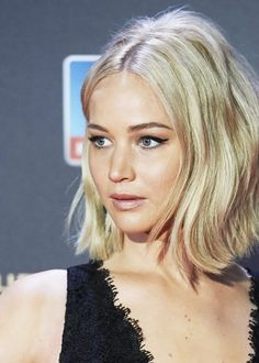 Jennifer Lawrence // modern '60s hair/makeup fabulousness.