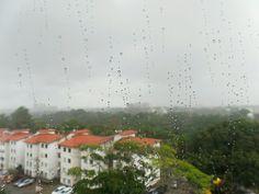 Contemplando a chuva em Salvador