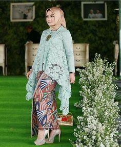 Kebaya Lace, Kebaya Hijab, Batik Kebaya, Kebaya Dress, Kebaya Muslim, Vestido Batik, Batik Dress, Batik Fashion, Abaya Fashion
