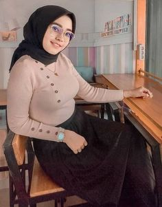 Girl Hijab, Muslim Girls, Beautiful Hijab, Niqab, Hey Girl, Bodycon Dress, Turtle Neck, Sexy, Sweaters