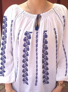 Broderie roumain blouse livraison gratuite fait à la main au Ethno Style, Palestinian Embroidery, Embroidered Clothes, Summer Blouses, Hand Embroidery Designs, Peasant Blouse, Dress Collection, Etsy, Free Shipping