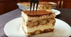 Η Συνταγή είναι από το κανάλι Sotiria amor    Υλικά    -300gr μπισκότα σαβαγιαρ (1,5 πακέτο)  -200-300ml βραστό νερό  -20gr στιγμιαίο καφέ (νες καφε)  -2κτσ λικερ πικραμύγδαλο ή κονιάκ (amaretto)  -40gr ζάχαρη (4κτσ)  -400gr τύρι κρέμα  -500ml φυτική κρέμα γάλακτος για σαντιγί  -κακάο άγλυκο ή τριμμένη
