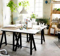 IKEA ODDVALD skrivbord i studiomiljö