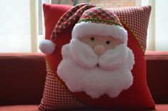 Christmas 2019 : Christmas decorations 2019 - 2020 that you can make with felt - Trend Today : Your source for the latest trends, exclusives & Inspirations Beautiful Christmas Decorations, Felt Christmas Decorations, Felt Christmas Ornaments, Noel Christmas, Christmas 2019, Christmas Themes, Felt Crafts, Christmas Crafts, Christmas Cushions