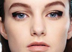 Minimal + Classic: graphic eyeliner