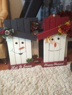 Reversible snowman/scarecrow - Easy Crafts for All Pallet Christmas, Christmas Signs, Christmas Projects, Christmas Christmas, Pallet Crafts, Wooden Crafts, Pallet Projects, Halloween Crafts, Holiday Crafts