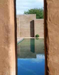 By architect Jean-Jacques Derboux -Hérault, France Backyard Pool Designs, Swimming Pools Backyard, Garden Pool, Water Architecture, Unusual Buildings, Indoor Outdoor, Outdoor Decor, Cool Landscapes, Cool Pools